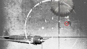 Το απολύτως απίστευτο του αεροπορικού πολέμου… Αλεξίπτωτο και ένα πιστόλι