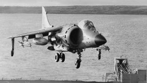 """Μια αερομαχία στα ΦΩΚΛΑΝΤ -1982: Sea Harrier """"καθαρίζουν"""" Dagger (vid.)"""