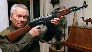 Καλάσνικοφ: 100 χρόνια από τη γέννησή του, 100 εκ. όπλα, που δεν φταίνε…